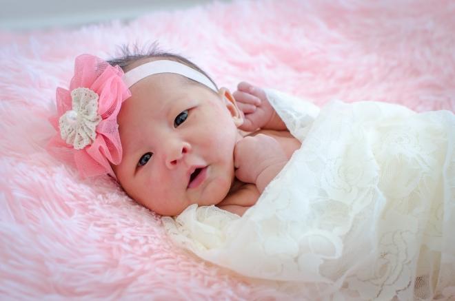 """Khi bé sinh ra tròn một tháng nên làm lễ """"đầy tháng"""" cho bé"""